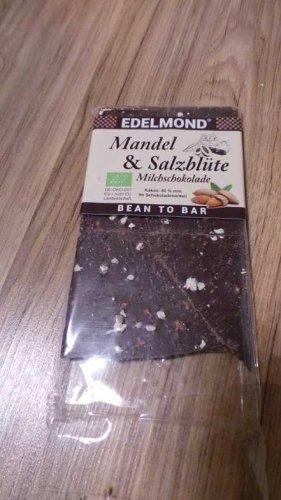 Test: Edelmond Bio Mandel & Salz Milch-Schokolade mit gutem 54 % Kakaoanteil. Passt toll zum Wein. Fair Trade